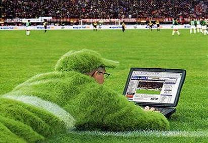 Online-Sports-Betting-Grass-Computer